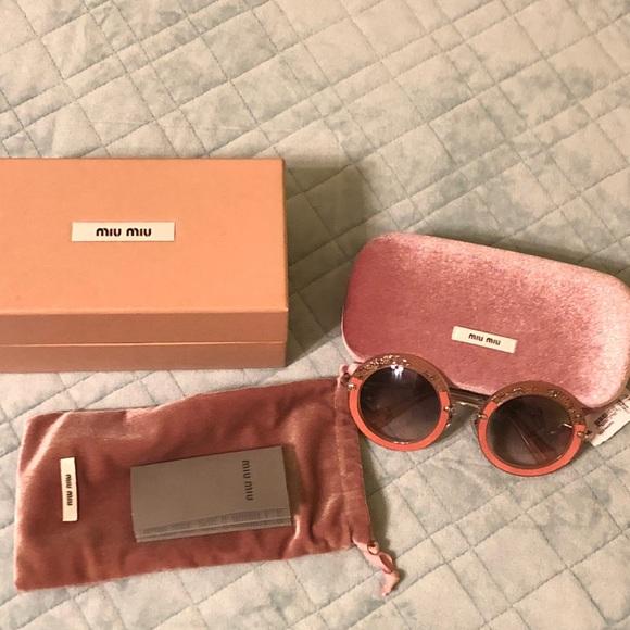6458f37796c New Authentic miumiu sunglasses 🕶 in round lens